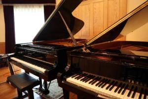 荻窪のピアノ教室では二台のグランドピアノを使用